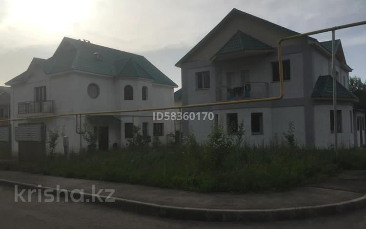6-комнатный дом, 200 м², 5 сот., Село Бесагаш, Рыскулбекова 33 за 55 млн 〒 в Бесагаш (Дзержинское)