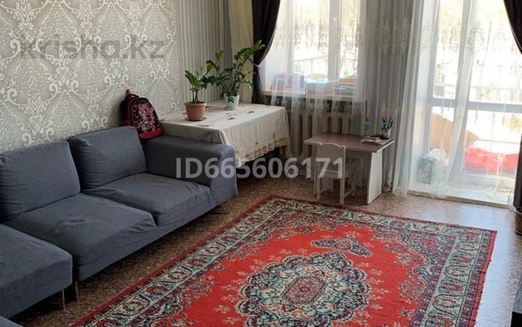 3-комнатная квартира, 57 м², 2/2 этаж, Ауэзова 77 за 8.5 млн 〒 в Семее
