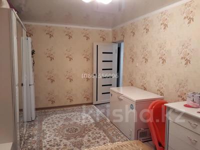 3-комнатная квартира, 64 м², 1/5 этаж, мкр Пришахтинск, 23й микрорайон 16 за 12.5 млн 〒 в Караганде, Октябрьский р-н