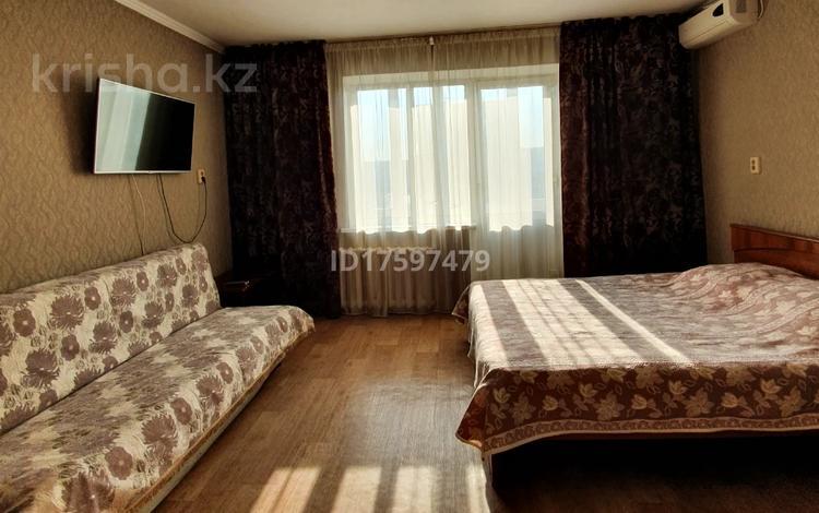 1-комнатная квартира, 45 м², 8/10 этаж посуточно, Ч. Валиханова 159 — проспект Шакарима за 5 500 〒 в Семее
