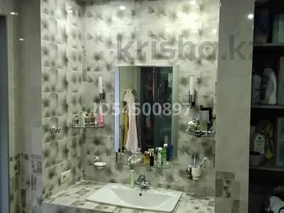 1-комнатная квартира, 65 м², 9/12 этаж, Комарова 22 за 25.2 млн 〒 в Омске
