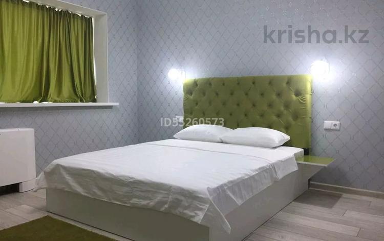 1-комнатная квартира, 35 м², 36/36 этаж посуточно, Достык 5 — Сауран за 9 000 〒 в Нур-Султане (Астана), Есиль р-н