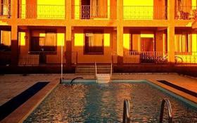 10-комнатный дом, 504 м², 16 сот., мкр Карагайлы, Кульмана за 85 млн 〒 в Алматы, Наурызбайский р-н