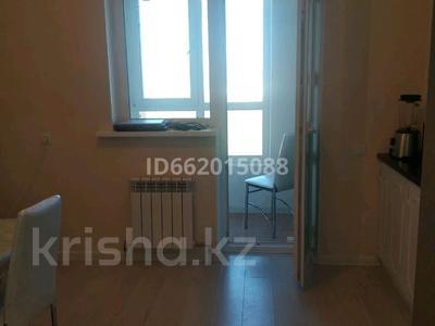 1-комнатная квартира, 42 м², 20/22 этаж помесячно, Туркестан 14 за 120 000 〒 в Нур-Султане (Астана), Есиль р-н — фото 2