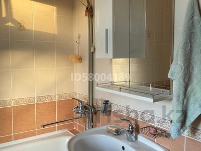 3-комнатная квартира, 75 м², 4/5 этаж помесячно, мкр Восток 28 за 120 000 〒 в Шымкенте, Енбекшинский р-н — фото 14