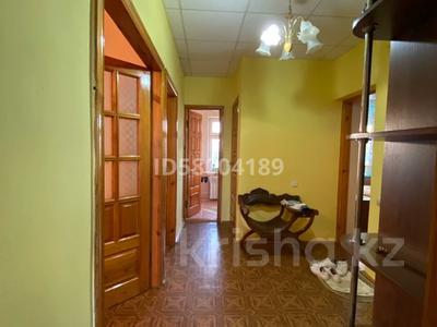 3-комнатная квартира, 75 м², 4/5 этаж помесячно, мкр Восток 28 за 120 000 〒 в Шымкенте, Енбекшинский р-н — фото 22
