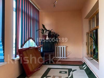 3-комнатная квартира, 75 м², 4/5 этаж помесячно, мкр Восток 28 за 120 000 〒 в Шымкенте, Енбекшинский р-н — фото 4
