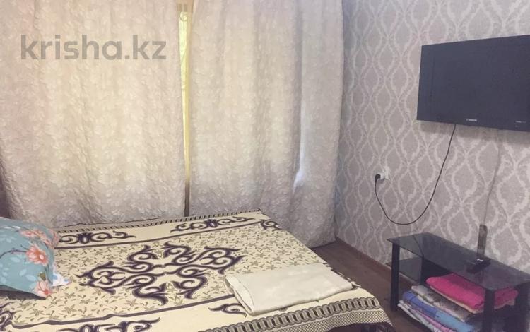 1-комнатная квартира, 37 м² посуточно, Валиханова за 6 000 〒 в Алматы, Медеуский р-н