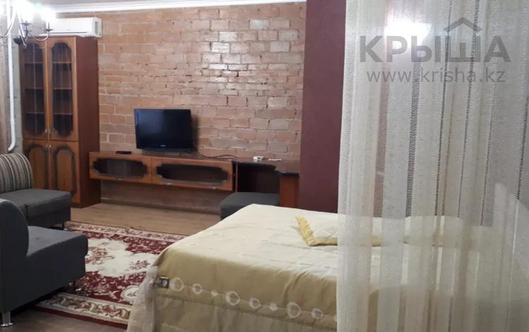 1-комнатная квартира, 45 м², 4/16 этаж посуточно, Шакарима — Кабанбай батыра за 8 000 〒 в Семее