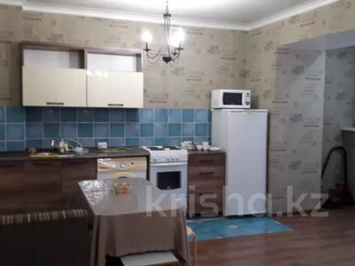 1-комнатная квартира, 45 м², 4/16 этаж посуточно, Шакарима — Кабанбай батыра за 8 000 〒 в Семее — фото 3