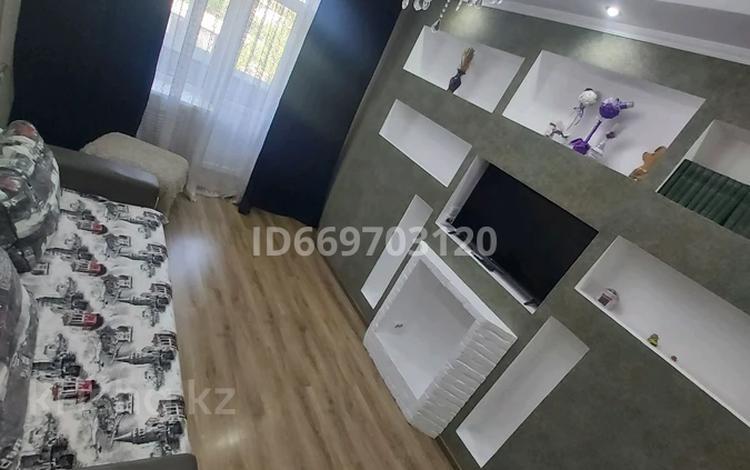 2-комнатная квартира, 54 м², 2/2 этаж посуточно, Оборонная улица 55 — Трусова за 10 000 〒 в Семее