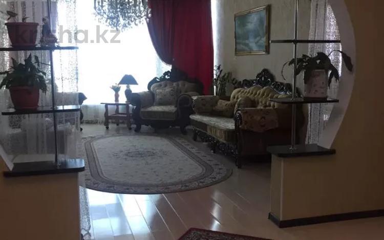 3-комнатная квартира, 130 м², 10/25 этаж посуточно, 11 микрорайон 112 за 23 000 〒 в Актобе, мкр 11