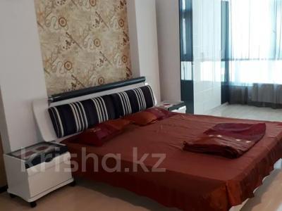 3-комнатная квартира, 130 м², 10/25 этаж посуточно, мкр 11 112б за 23 000 〒 в Актобе, мкр 11