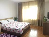 1-комнатная квартира, 38 м², 5/5 этаж посуточно, мкр Самал-2 — Мендикулова за 14 000 〒 в Алматы, Медеуский р-н