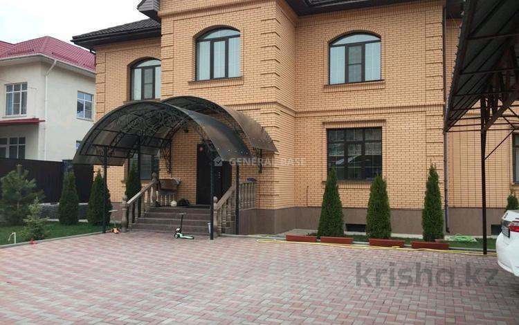 9-комнатный дом помесячно, 550 м², 18 сот., Дулати за 1 млн 〒 в Алматы, Бостандыкский р-н