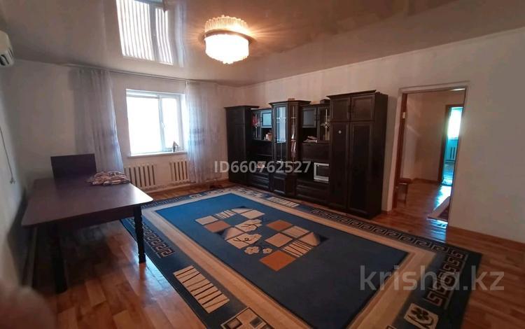 3-комнатный дом помесячно, 120 м², 10 сот., пгт Балыкши, Акжайык 15 за 70 000 〒 в Атырау, пгт Балыкши