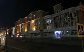 4-комнатная квартира, 108 м², 2/2 этаж помесячно, Кабанбай батыра 22 за 170 000 〒 в Нур-Султане (Астана), Есиль р-н