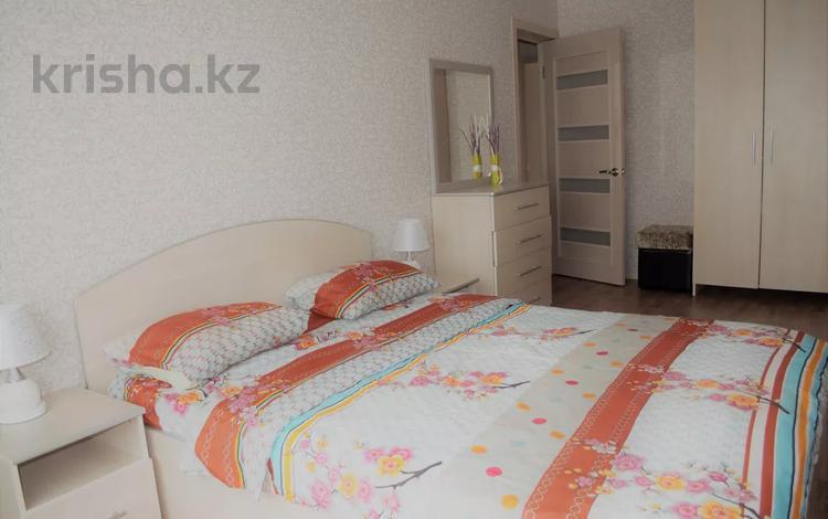 2-комнатная квартира, 59 м², 3/5 этаж посуточно, Абая 151 за 10 000 〒 в Костанае