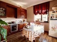 5-комнатный дом помесячно, 200 м², 8 сот.