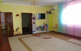 5-комнатный дом помесячно, 175 м², 10 сот., Мкр. Бирлик 3А за 300 000 〒 в Атырау
