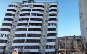 2-комнатная квартира, 65 м², 8/10 этаж помесячно, мкр Водников-2, Смагулова 56б за 200 000 〒 в Атырау, мкр Водников-2