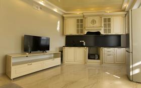 3-комнатная квартира, 80 м², 7/10 этаж посуточно, мкр Самал, Курмангазы 97 за 18 000 〒 в Алматы, Медеуский р-н