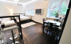 1-комнатная квартира, 85 м², 6/21 этаж по часам, Гагарина 133/8 — Мынбаева за 2 000 〒 в Алматы