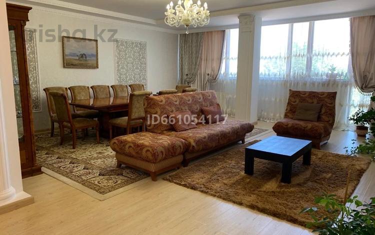 5-комнатная квартира, 220 м², 3/6 этаж, Кабанбай батыра 2/7 за 120 млн 〒 в Нур-Султане (Астана), Есиль р-н