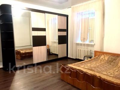 2-комнатная квартира, 70 м², 1 этаж посуточно, улица Караменде би — улица Фрунзе за 6 000 〒 в Балхаше — фото 7