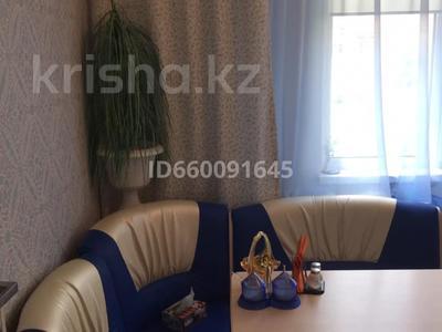 1-комнатная квартира, 40 м², 5/9 этаж помесячно, 4 мкр за 90 000 〒 в Аксае — фото 2