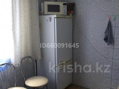 1-комнатная квартира, 40 м², 5/9 этаж помесячно, 4 мкр за 90 000 〒 в Аксае — фото 3