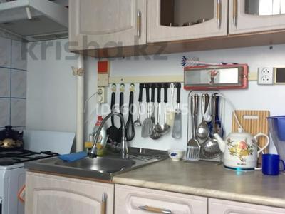 1-комнатная квартира, 40 м², 5/9 этаж помесячно, 4 мкр за 90 000 〒 в Аксае — фото 4