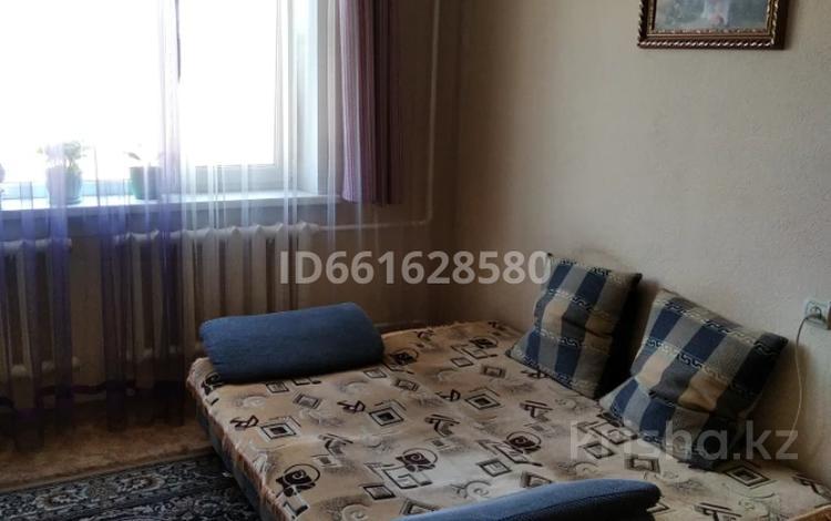 1-комнатная квартира, 40 м², 4/5 этаж по часам, мкр №11, Мкр №11 за 1 000 〒 в Алматы, Ауэзовский р-н