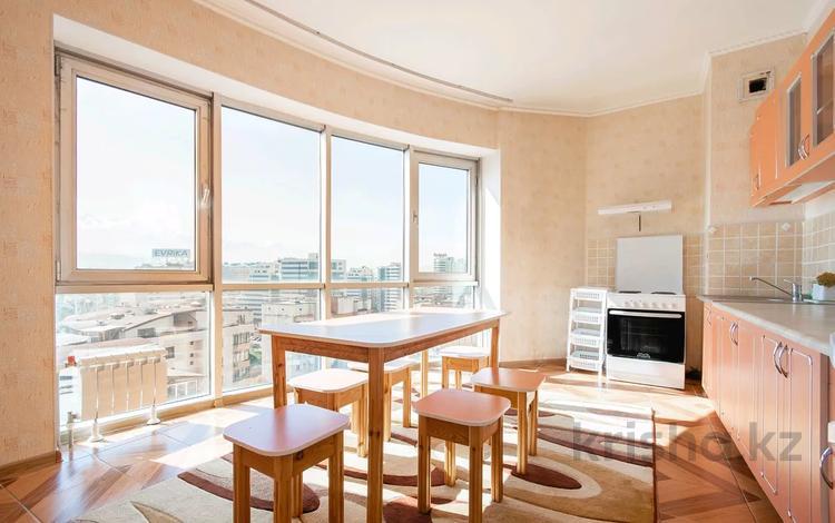 2-комнатная квартира, 100 м², 13/15 этаж посуточно, Достык 97 за 13 000 〒 в Алматы