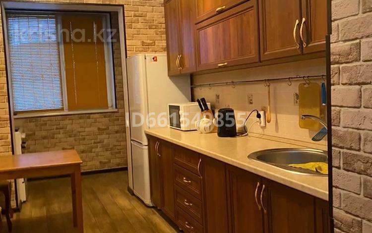 3-комнатная квартира, 64 м², 5/5 этаж помесячно, мкр Верхний Отырар за 120 000 〒 в Шымкенте, Аль-Фарабийский р-н