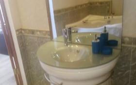 2-комнатная квартира, 80 м², 9/19 этаж посуточно, Кенесары 42 за 13 000 〒 в Нур-Султане (Астана), р-н Байконур