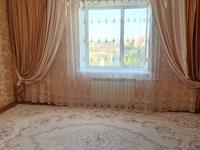 2-комнатная квартира, 51 м² на длительный срок, мкр Строитель за 100 000 〒 в Уральске, мкр Строитель