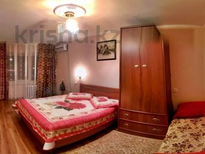 1-комнатная квартира, 35 м² посуточно, Атырау за 6 000 〒