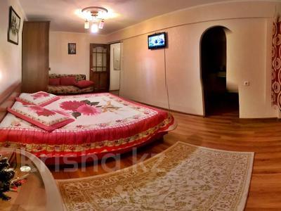 1-комнатная квартира, 35 м² посуточно, Атырау за 6 000 〒 — фото 2