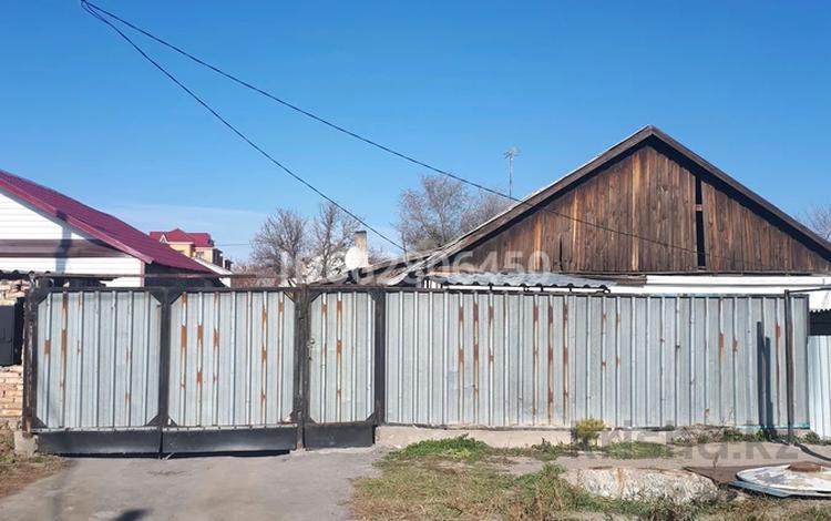3-комнатный дом, 60 м², 449 сот., мкр Михайловка 43 за 7 млн 〒 в Караганде, Казыбек би р-н