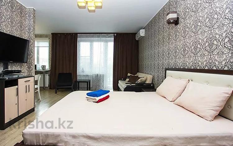 1-комнатная квартира, 54 м², 7/16 этаж посуточно, мкр Самал-1 29 за 13 000 〒 в Алматы, Медеуский р-н