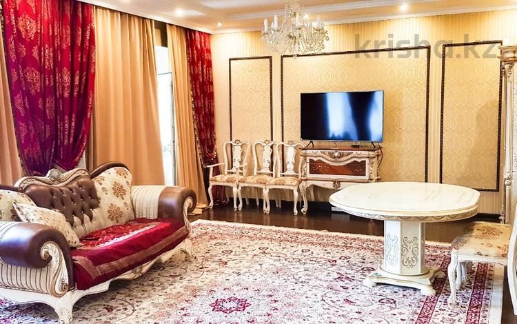 4-комнатный дом помесячно, 200 м², 10 сот., Анар 3 — Коттеджный поселок Би-Виладж за 600 000 〒 в Нур-Султане (Астана), Есиль р-н