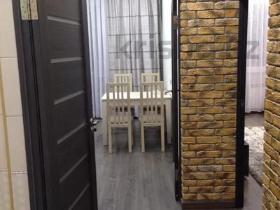 1-комнатная квартира, 55 м², 7/16 этаж помесячно, Ержанова 34/1 за 150 000 〒 в Караганде, Казыбек би р-н — фото 3