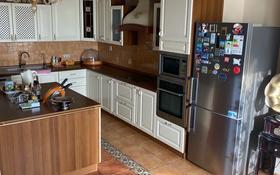 5-комнатная квартира, 235 м², 11/17 этаж, Айтеке би за 88 млн 〒 в Атырау
