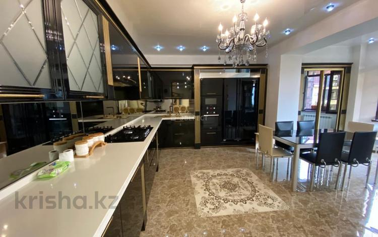 10-комнатный дом помесячно, 450 м², Керей-Жаныбек Хандар 29 за 1.2 млн 〒 в Алматы, Медеуский р-н
