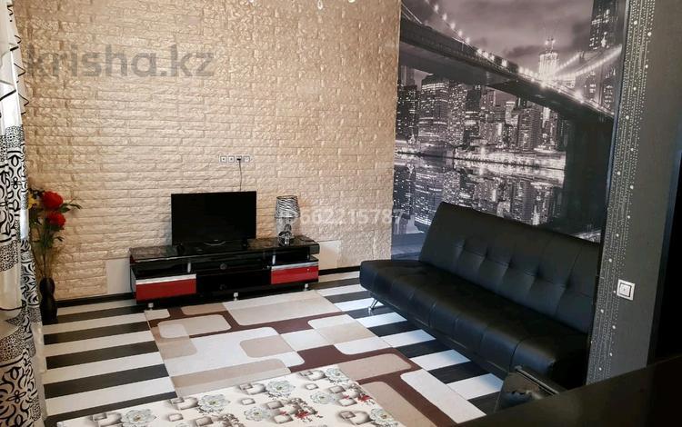 2-комнатная квартира, 45 м², 1/2 этаж посуточно, мкр Новый Город, улица Ерубаева 3 за 10 000 〒 в Караганде, Казыбек би р-н