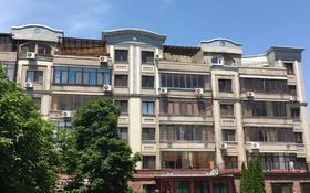 3-комнатная квартира, 135 м², 4/6 этаж помесячно, Ходжанова 10 за 450 000 〒 в Алматы, Бостандыкский р-н