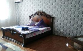 1-комнатная квартира, 65 м², 9/9 этаж посуточно, Академика Жарбосынова 71 за 9 990 〒 в Атырау