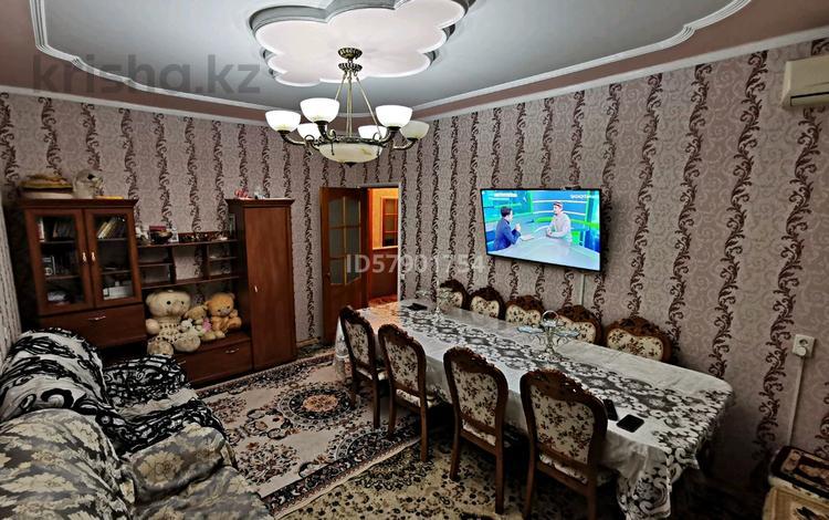 4-комнатная квартира, 76 м², 2/5 этаж, Самал 52 — Шостакович-Момышұлы за 16.5 млн 〒 в Таразе