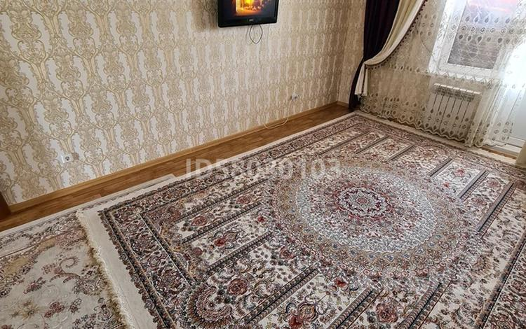 2-комнатная квартира, 57 м², 4/5 этаж помесячно, мкр Нурсая 7 за 105 000 〒 в Атырау, мкр Нурсая